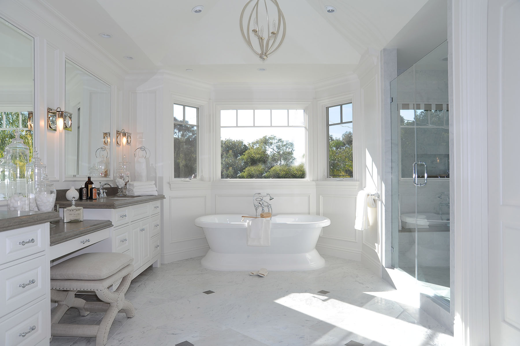 Cape cod in california dtm interiors by aimee miller - Cool cape cod bathroom designs with interior ...